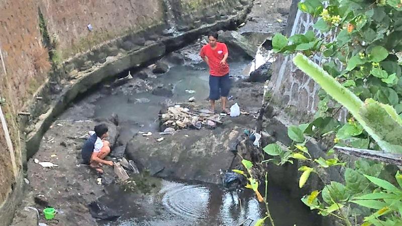 Sleman: people in waterway